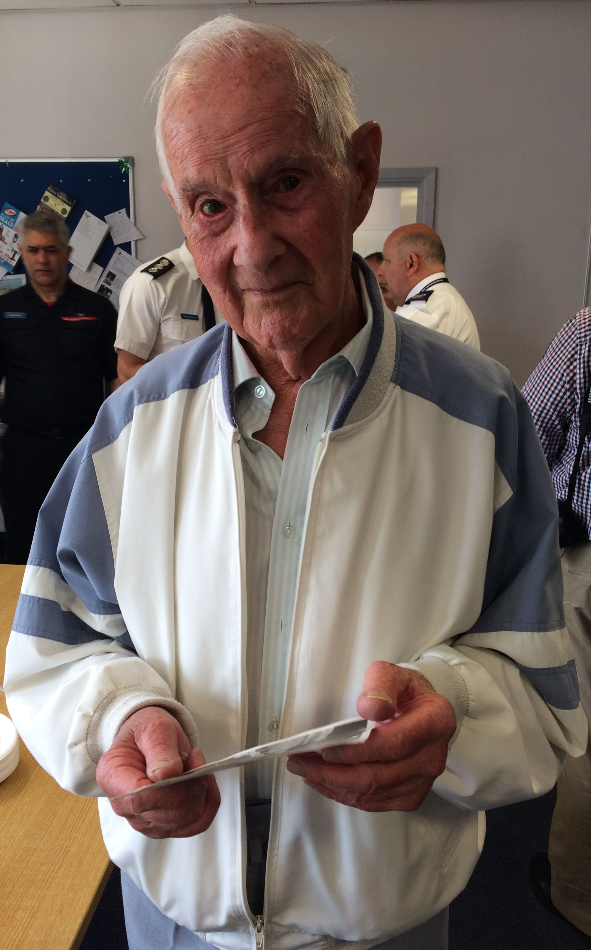 Des Carter (93), who was a firefighter in the Wellington area from 1949.